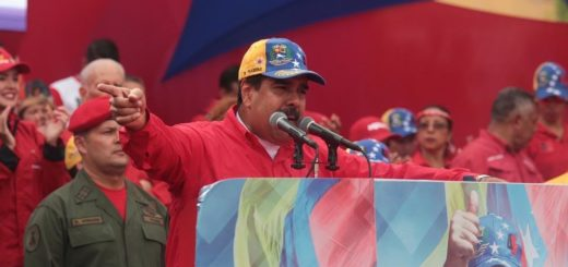 "Handout picture released by the Venezuelan presidential office showing President Nicolas Maduro addressing his supporters during a rally in Caracas on April 19, 2017. US Secretary of State Rex Tillerson said Wednesday that the White House is ""closely"" and ""concerned"" about the situation in Venezuela, where supporters and opponents of the government are carrying out massive street demonstrations in a tense environment. / AFP PHOTO / presidencia / F.Sequera / RESTRICTED TO EDITORIAL USE - MANDATORY CREDIT ""AFP PHOTO /PRESIDENCIA"" - NO MARKETING NO ADVERTISING CAMPAIGNS - DISTRIBUTED AS A SERVICE TO CLIENTS"