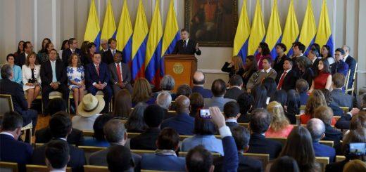 """""""La posesión de los juristas que ostentarán la magistratura en la Jurisdicción Especial para la Paz es un motivo de esperanza para el país, y en especial para las víctimas"""", dijo el Presidente Juan Manuel Santos."""