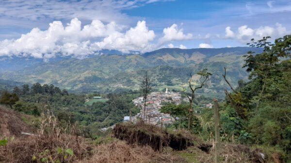 FOTOS / Caracterizan población afectada por inestabilidad de terreno en Guática - Noticias de Colombia